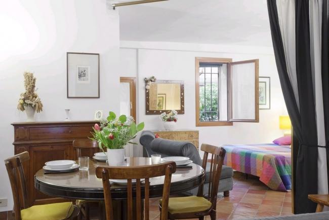 A spacious and quiet studio apartment a stone's throw from Campo San Giacomo dell'Orio - Image 1 - Venice - rentals
