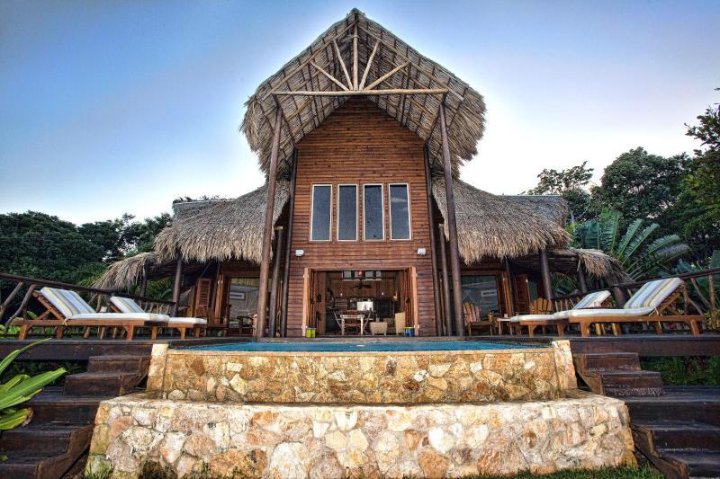 Stunning Brisa del Mar Villa - Brisa Del Mar: Balinese Style Oceanfront Villa - Roatan - rentals