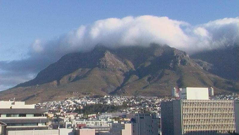 Table Mountain with tablecloth - City Chic meets Table Mountain - Cape Town - rentals