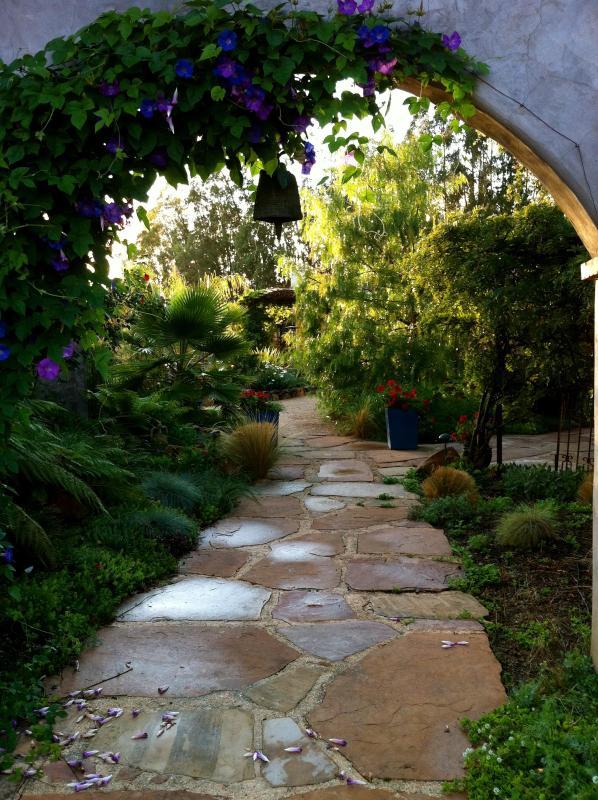 The entrance to the Hacienda - Romantic 1 or 2 bedroom close to Sonoma square - Sonoma - rentals