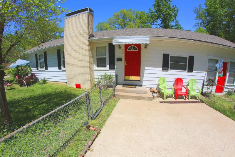 Front of house. on quiet street - Great Family House 1 Mile from Downtown - Hot Springs - rentals