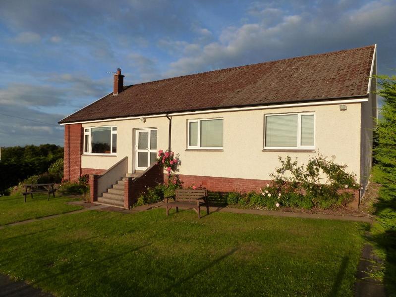 evening light - AULDBYRES Farm cottage in Ayrshire countryside - Ayr - rentals