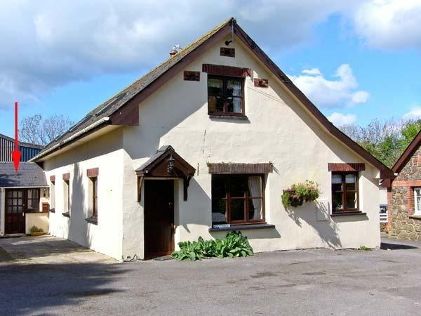 STABLE COTTAGE family friendly, on a working farm near Haverfordwest Ref 13901 - Image 1 - Haverfordwest - rentals