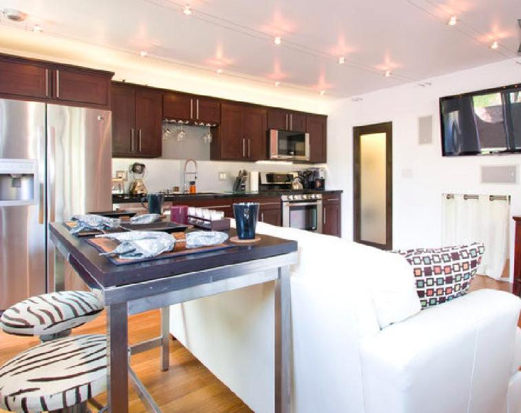 Main Living Area - 5 Star 2 Bed Modern Oasis w/Yard & Chef's Kitchen - Los Angeles - rentals