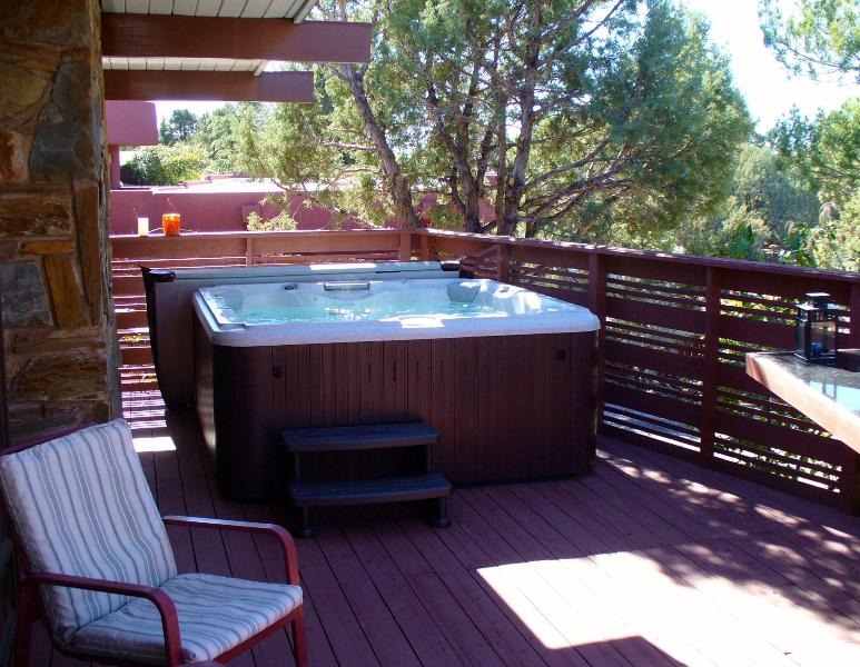 New jacuzzi winter 2013, lounger plus seats 4. - Walk to trails, theater; private spa in starlight - Sedona - rentals