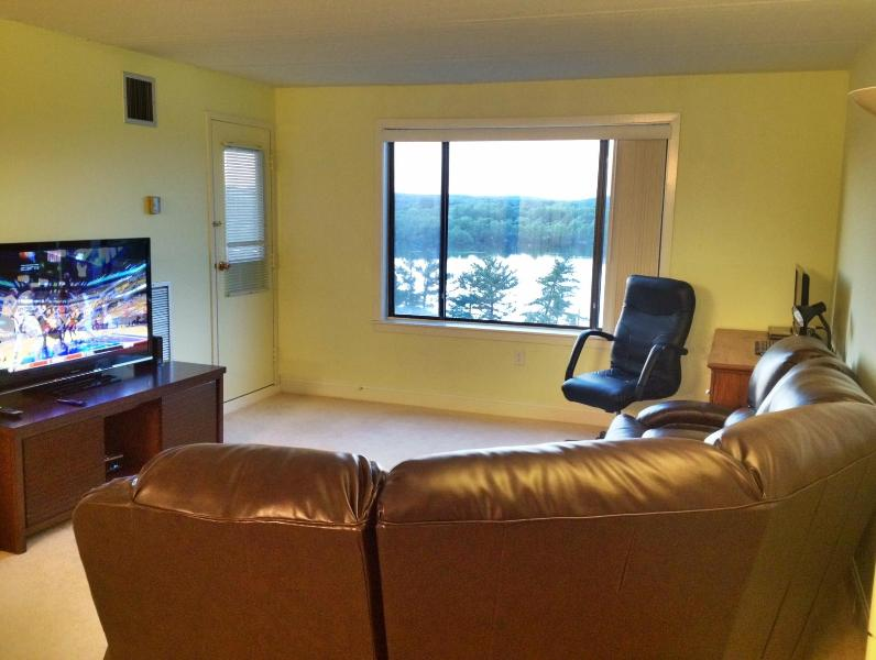 Beautiful & Spacious Luxurious 2BR/2Bath Home - Image 1 - Framingham - rentals