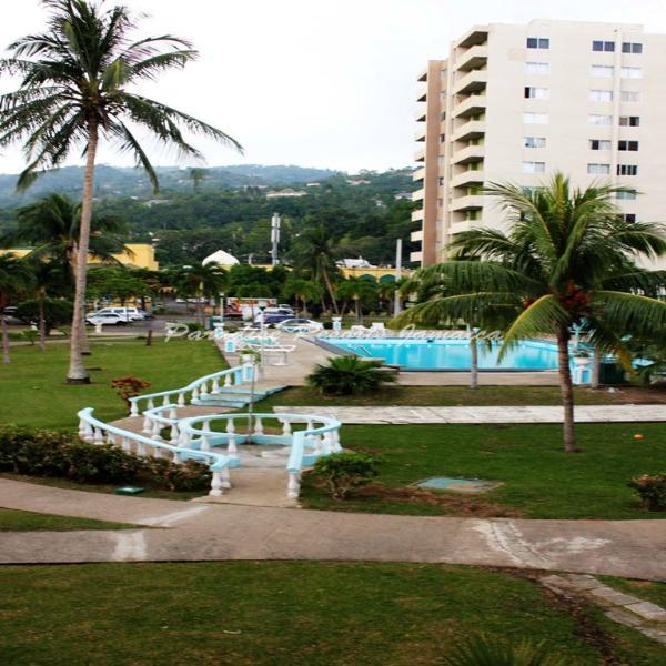 PARADISE TBTG -  267379 - STUDIO 1 & 2 BED APARTMENTS WITH POOL / BEACH - OCHO RIOS - Image 1 - Ocho Rios - rentals