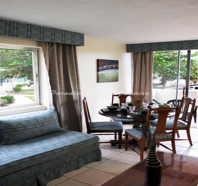 DELUXE STUDIO 1 & 2 BED APARTMENTS WITH POOL/BEACH IN OCHO RIOS - Image 1 - Ocho Rios - rentals