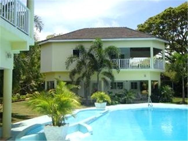 PARADISE PTP - 264955 - 6 BED BEACHFRONT VILLA WITH POOL & GOLDEN SANDS - RUNAWAY BAY - Image 1 - Runaway Bay - rentals