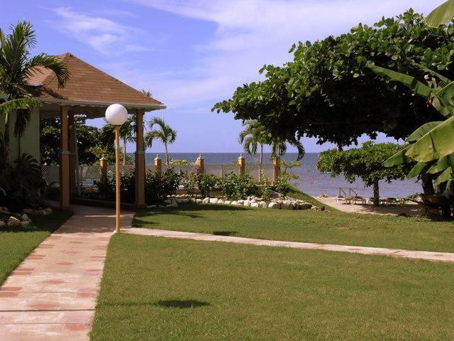 PARADISE PAM - 43454 - PERFECT RETREAT 3 BED WATERFRONT VILLA WITH POOL - RUNAWAY BAY - Image 1 - Runaway Bay - rentals