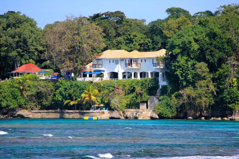 Golden Clouds at Oracabessa, Jamaica - Beachfront, Pool, Fully Staffed - Image 1 - Oracabessa - rentals