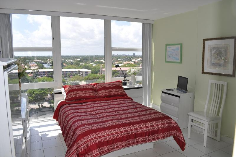 Magnificant view of Fort Lauderdale Skyline from the spacious bedroom window - Fort Lauderdale, On The Beach 1 Bedroom Condo - Fort Lauderdale - rentals