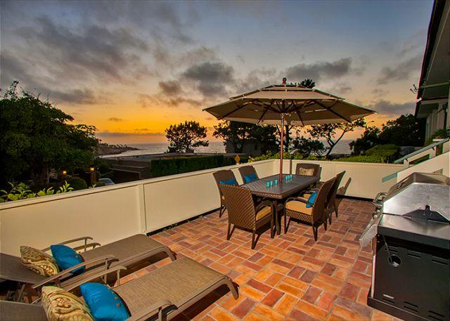 Ocean view patio is perfect for sunset dining. - 20% OFF THROUGH SEPT 5 - Lookout over Paradise and enjoy! - La Jolla - rentals
