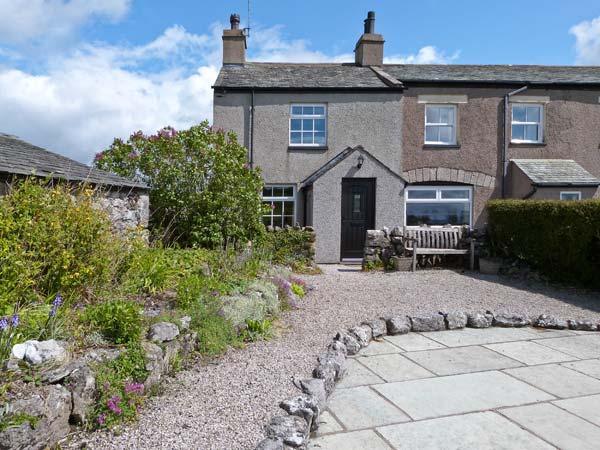 PYE HALL COTTAGE, spacious accommodation, attractive garden, close to walks, nature reserve, coast, in Silverdale, Ref 11939 - Image 1 - Silverdale - rentals