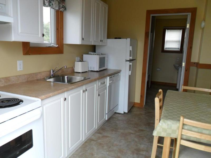 1 Bedroom Whirlpool - Kitchen - Cavendish PEI Area - 2 Bedroom 2 Bath Cottage - Cavendish - rentals