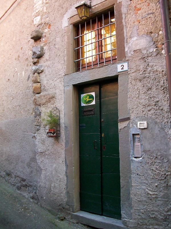B&B entrance - BB James - Caprino Bergamasco - rentals