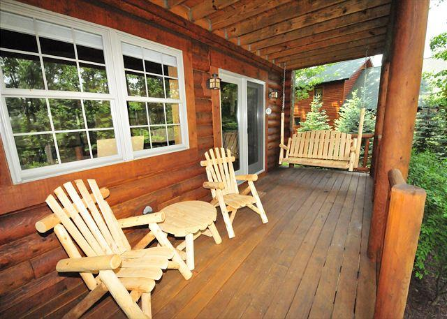 Lower Level Deck with Swing - Made It! - McHenry - rentals