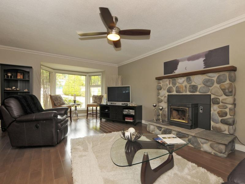 Living Room with plush carpet and pellet stove - Lakefront Charm; City and Country Combined! - Victoria - rentals