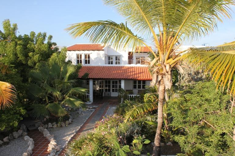 Backside with part of the garden - Seafront villa with tropical garden 4-10 persons. - Bonaire - rentals