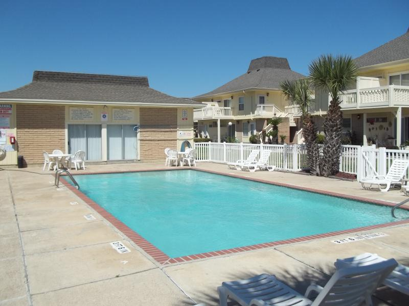 El Cortez - pool area - Sleeps 8, 2 full baths, Beach side El Cortez Villa - Port Aransas - rentals