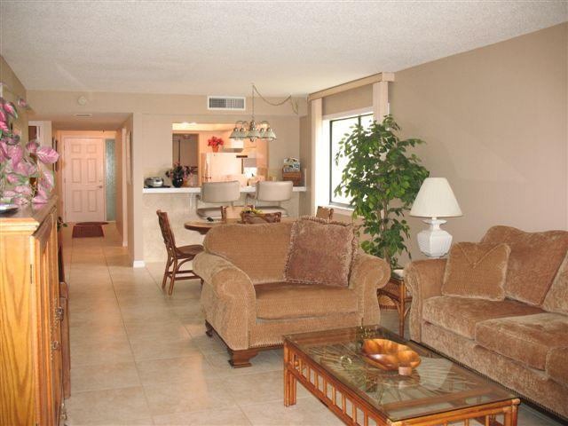 Living/Dining Room - Cocoa Beach Direct Oceanfront 2 bedroom 2 bath - Cocoa Beach - rentals