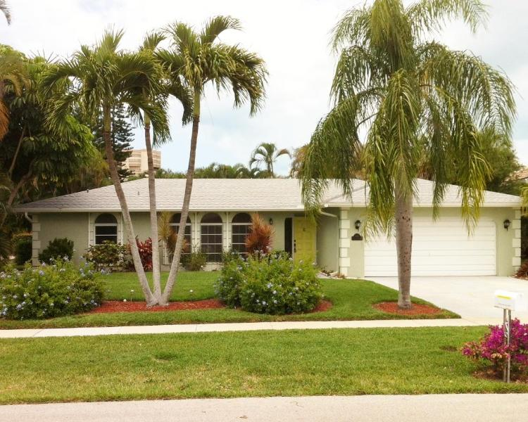 Just painted the house a cool green. - Marco Island-6 Min Walk to Beach-4 Bdr, 2.5 Bath! - Marco Island - rentals
