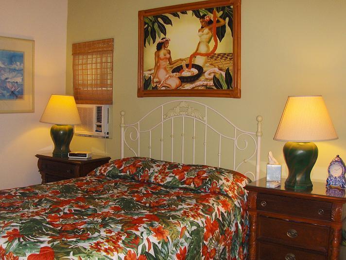 Bedroom1 Queen size bed in tropical design - 2 Bedroom condo - 125ft to the ocean, full kitchen - Lahaina - rentals