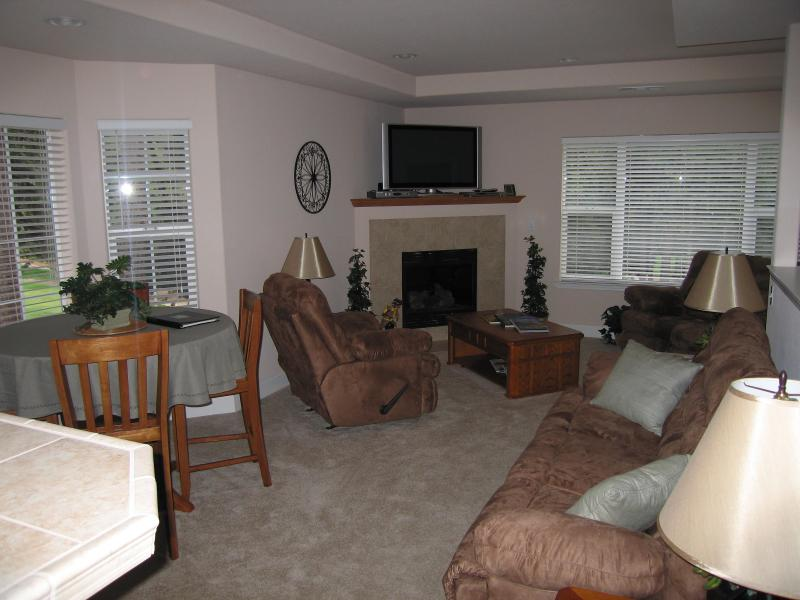 GREAT ROOM W/GAS FP - Right On The First Fairway At Forest Meadows - Murphys - rentals