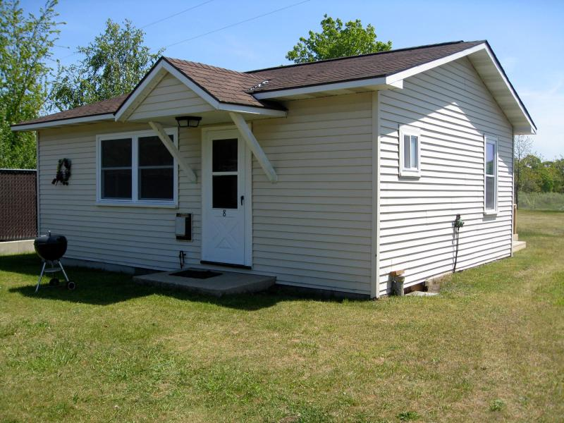 Front of Cottage - 2 Bedroom Cottage in Lake Michigan Resort Village - Arcadia - rentals