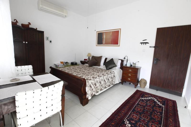 Studio cozy bedroom - Chic Designer Cozy studio near Tel Aviv - - Ramat Gan - rentals