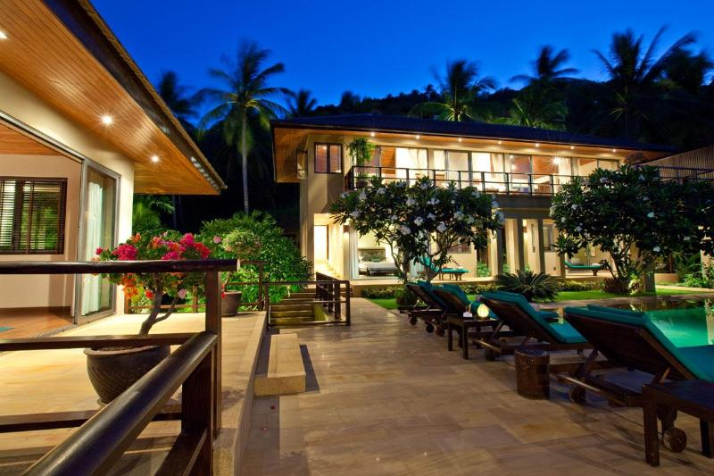 Night view towards house - Baan Ling Noi Luxury villa with amazing views - Koh Samui - rentals