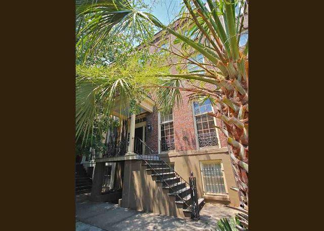 Monterey Square Sky Parlor in the heart of the historic district - Image 1 - Savannah - rentals