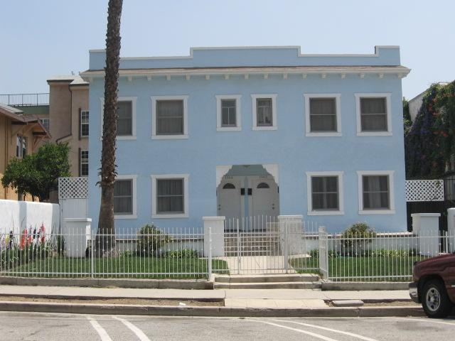 exterior of building - Large two bedroom apartment in Hollywood!!! - Hollywood - rentals
