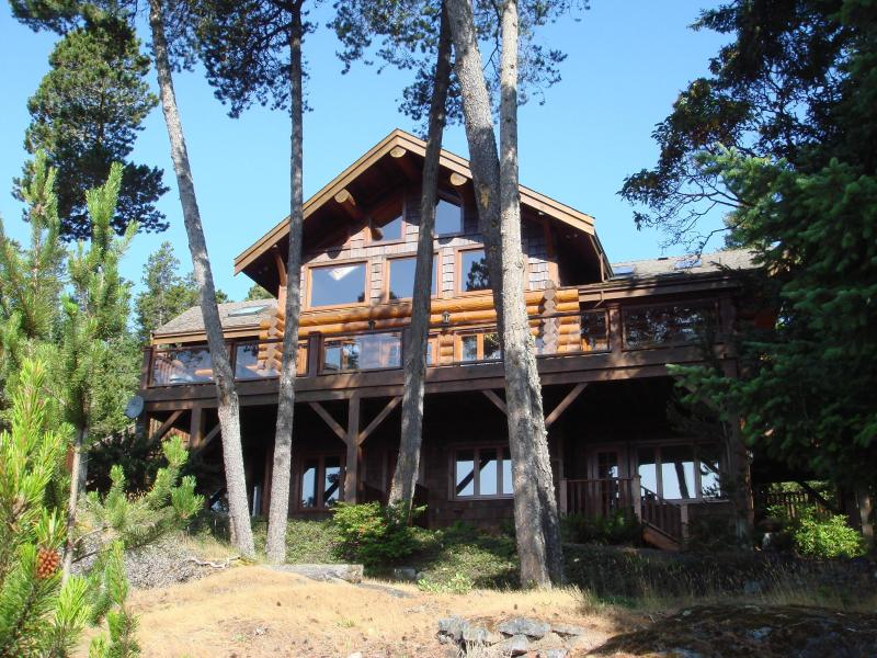 Eaglecrest Vacation Retreat - Image 1 - Sooke - rentals