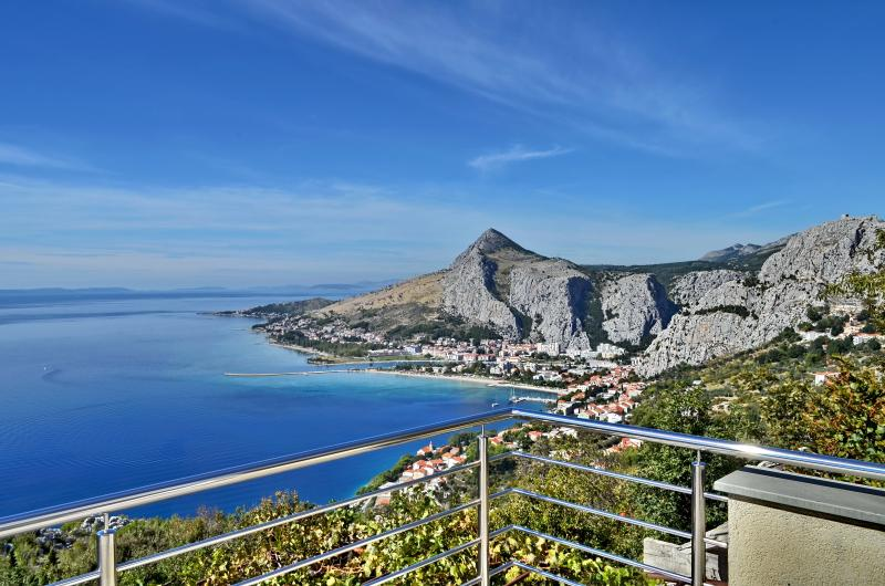 Pikolo Apartments - Yellow apartment - Image 1 - Omis - rentals