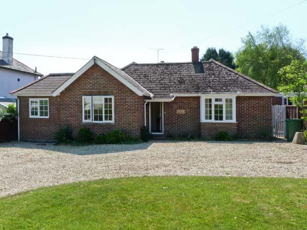 LITTLE TIFTERS, all ground floor, private patio, beaches nearby in Bembridge, Ref 16272 - Image 1 - Bembridge - rentals