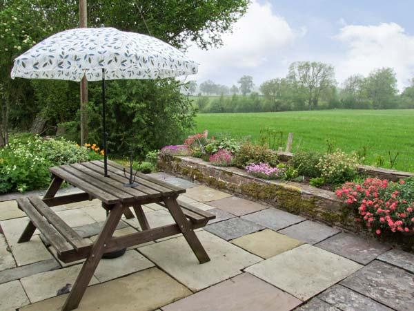 STARGAZER'S FIELD HOUSE all ground floor, family friendly apartment in Hay-on-Wye Ref 7244 - Image 1 - Hay-on-Wye - rentals
