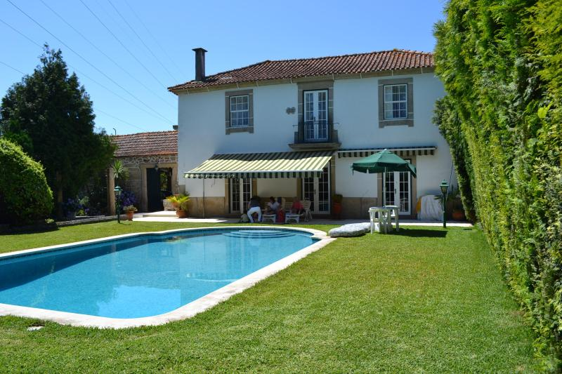 Pool House in front of the pool, with sun shades, terraced and outside furniture. - Our Lady of Mercy - Vacation Villa near Oporto - Valongo - rentals