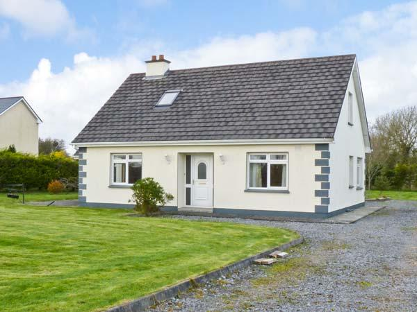 CAHER HOUSE pet friendly, detached bungalow in Ballinrobe Ref 15013 - Image 1 - Cong - rentals