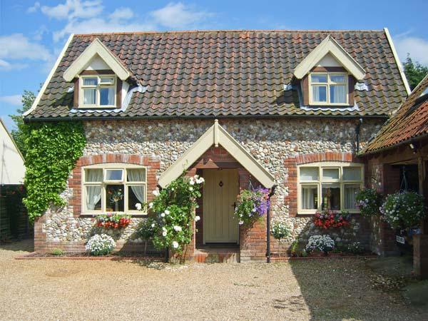 SLEEPEEZY, enclosed garden, en-suite bedroom, village pub close by in Little Snoring, Ref 15264 - Image 1 - Little Snoring - rentals