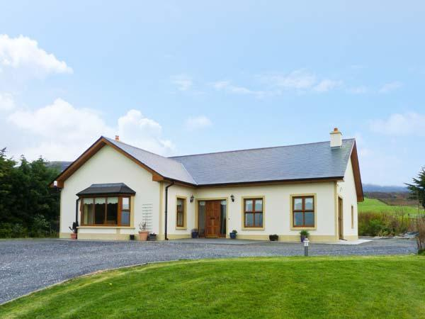 KISSANE'S COTTAGE, detached cottage with open fire, woodburning stove, and Jacuzzi, close to Beaufort, County Kerry, Ref 14753 - Image 1 - Beaufort - rentals