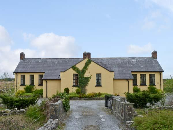 CASHEL SCHOOLHOUSE, unusual, welcoming cottage, en-suites, garden, Ref 15900 - Image 1 - Swinford - rentals