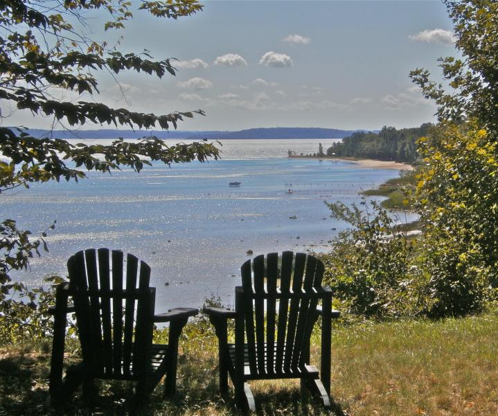 your seat for weather & wildlife - Suttons Bay Log Cabin for two: Strawberry Hill - Suttons Bay - rentals