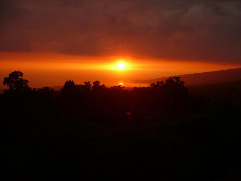 Honaunau Farm Sunset View from the Lanai - Honaunau Eco Retreat Farm - Captain Cook - rentals