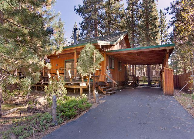 Exterior view - Darling updated cabin with a hot tub in the heart of everything! - South Lake Tahoe - rentals