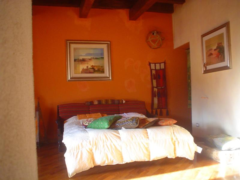 the divan bed in the living all - aBaoaQu eco art ethno house - Palermo - rentals