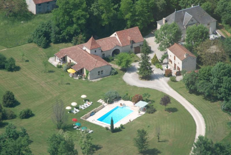 aerial view of Domaine La Cabane - 2 bedroom condo with pool in the  Dordogne/Lot - Degagnac - rentals