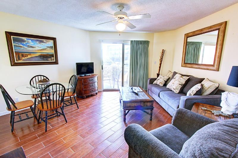 Gulf View 228-AVAIL 8/9-8/12-RealJOY Fun Pass*FREETripIns4NEWFallBkgs*Across from Beach - Image 1 - Miramar Beach - rentals