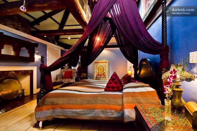 Master bedroom with king bed and tent canopy - Luxury Suite, Moroccan Furnishings, Boston - Boston - rentals