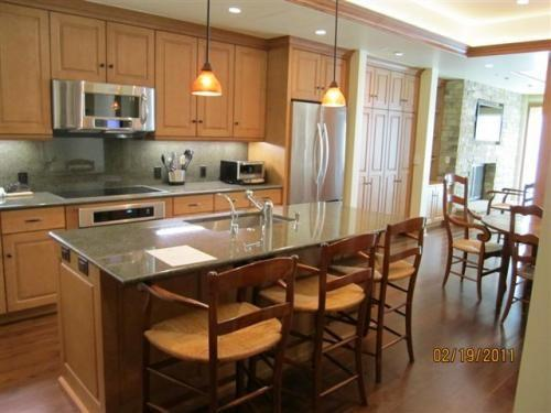 Gourmet kitchen with breakfast bar and stainless steel appliances - Suite 8 in Vail Village - Vail - rentals